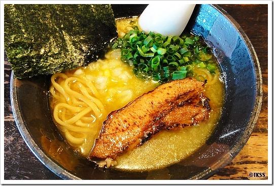 豚と煮干と鶏油に太麺 豚ソバFuji屋