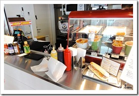 中腹駅2階の軽食スタンド「KRONE(クローネ)」