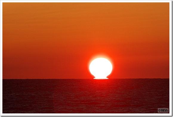 石狩浜に沈む夕日(だるま太陽)