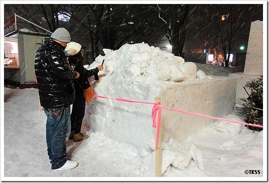 倒壊した雪像「雪ミク」