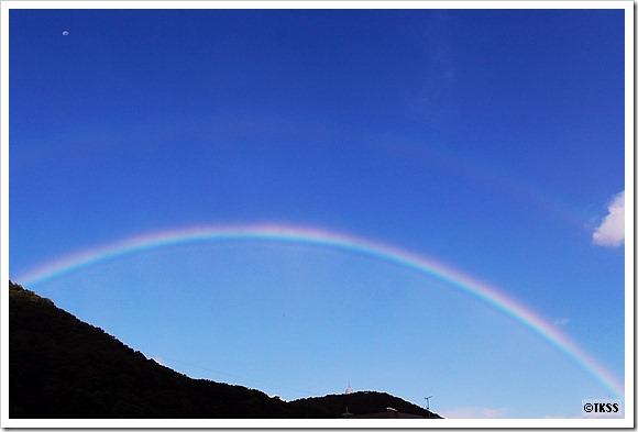 藻岩山に虹と残月