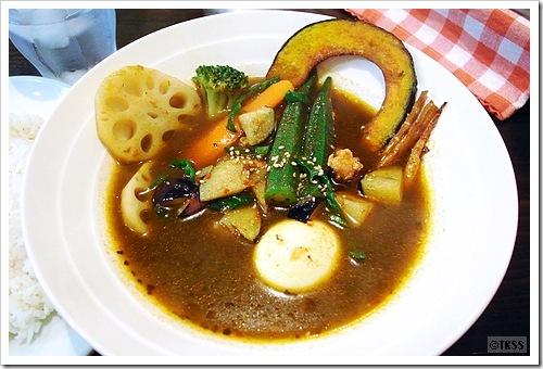 薬膳チキンと炒め野菜のカレー (マグマ)