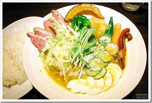 旬の野菜とかもロースの冷たいスープカレー 「マグマ」