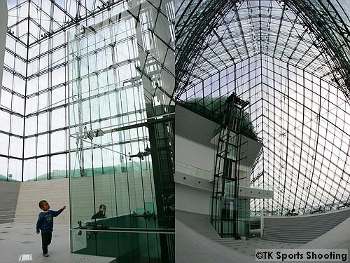 ガラスのピラミッド内部