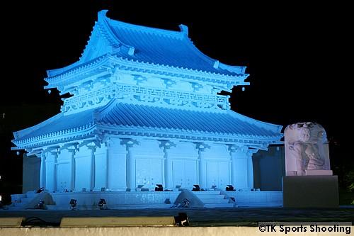 大雪像 法隆寺 金堂 (8丁目 雪のHTB広場)