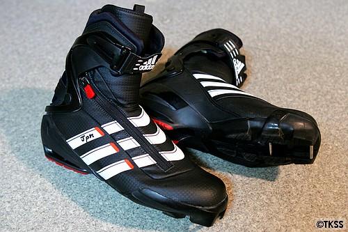 adidasのクロカンスキー用ブーツ