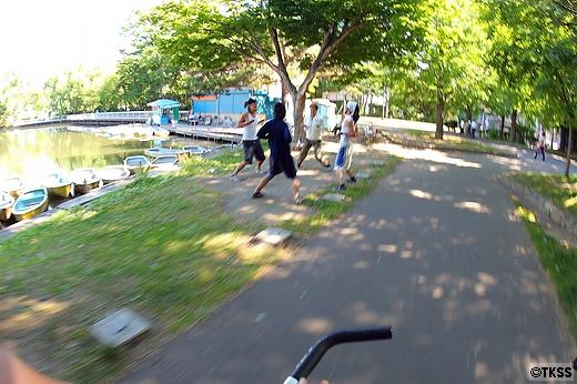 中島公園で太極拳を行う若者