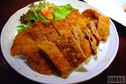 沖縄風紙カツ(薄い豚肉を重ねたカツ)