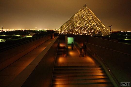 夜のモエレ沼公園 ガラスのピラミッド