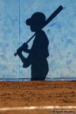 野球少年の影