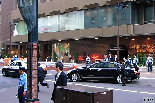 札幌グランドホテルを出発する中国の胡錦濤国家主席