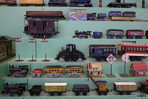 SFOの古い機関車の模型