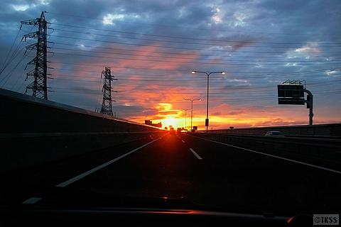 高速道路の夕陽