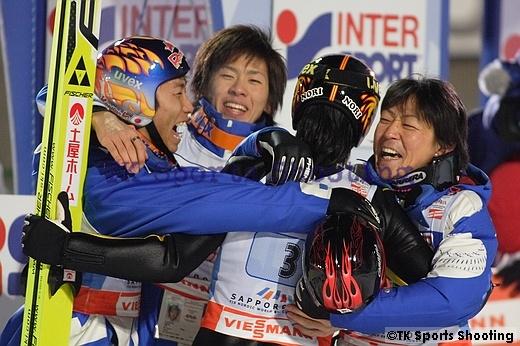 喜びに湧く日本チーム